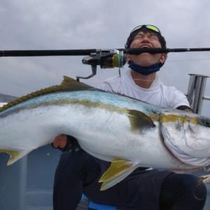 【キャスティング】北陸でこのサイズが釣れるとは・・・。10kgオーバーのヒラマサゲットォォ!in石川県輪島市