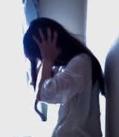 【悲惨】受験から解放された17歳と18歳の少女が帰り道でホテルの屋上から飛び降り自殺したら、おっさんが下敷きになり全員死亡