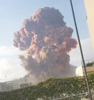 【大爆発】レバノンの首都ベイルートで大きな爆発、これがCGじゃないなんて