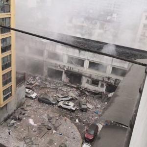 【大爆発】中国・湖北省の野菜市場で謎の爆発