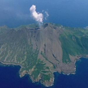 【噴火】トカラ列島のひとつ「諏訪之瀬島」が噴火、噴煙が2000メートル超えとも