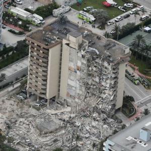 【崩壊】フロリダで築41年の高級マンションが崩壊、50以上と連絡取れず