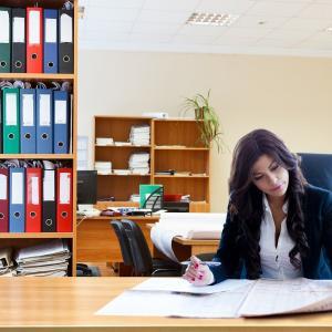 個人事業主は開業届をいつまでに出せばいいのか?必要書類の書き方や費用はいくら?