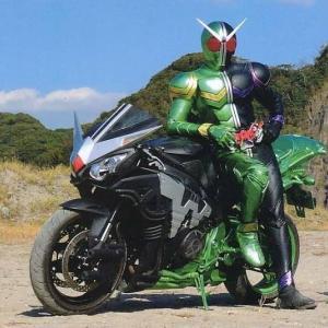 CBR1000RRが欲しいが、大型バイクの固定費や使い勝手が未知数でなかなか踏み切れない。