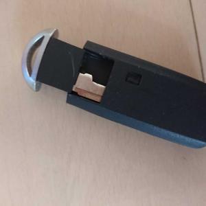 車(マツダ)のスマートキーの電池交換