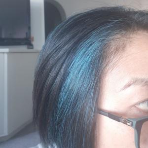 ついに髪を〇色に染めたよ〜!