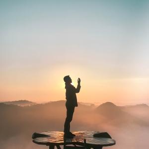 【今日からわたしは鶴職人⑨】千羽鶴を繋ぎました。想いが伝わりますように。