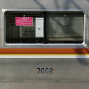 電車の窓が開く場所と開け方は?