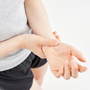 【整体師直伝】赤ちゃんの抱っこで腱鞘炎を防ぐ超簡単な方法