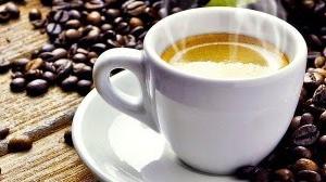 キャンプでコーヒーを豆から堪能!オシャレなコーヒーミルとドリッパー