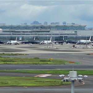 東京国際空港 羽田の展望デッキで思いを馳せる