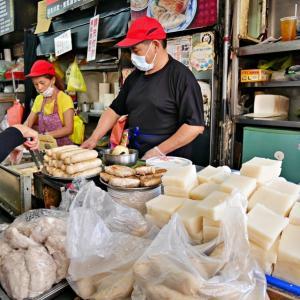 もっちり糯米腸が美味しい!台中第二市場の行列店「王記菜頭粿糯米腸」