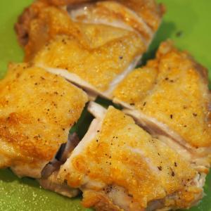 鶏モモソテーの焼き目があるモノでキレイにできる!そのあるモノとは?