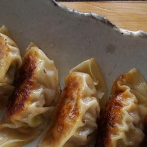 定番の味をちょっとピリ辛に。食がすすむ、キムチ餃子