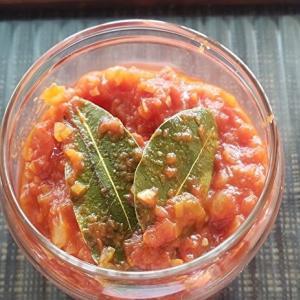 作り置きで料理の幅も広がる!トマト缶で作るトマトソース