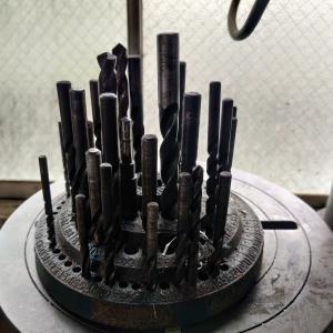 金属DIYの始め方② おすすめ工具と注意事項を紹介 穴あけ編