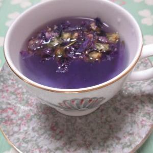 色が変わる紅茶マロウブルー
