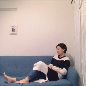 スマホ首・首こりの方がソファに座る時気をつけた方がいいこと