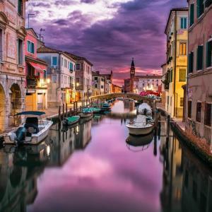 イタリアで感染拡大とまらず 死者数1万人超