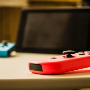 Switchは「おすそわけ」以外にコントローラー2つ用意して2人で遊べる?