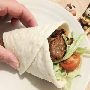 トルコの香りはチリパウダー「ピザ生地でケバブ風サンド」にドンドルマ
