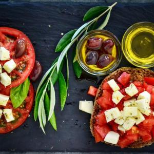 地中海式ケトンダイエットは、腸内のカビ毒を減らして認知症の予防に役立つかもしれない!と言う研究