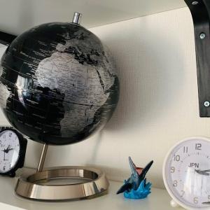 地球儀のコレクションと勉強部屋