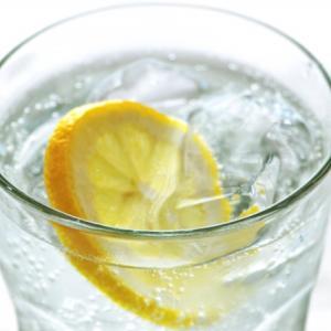 40代女性の美(アンチエイジング)と健康には炭酸水が効く! 厳選したおすすめ炭酸水はこの5種類