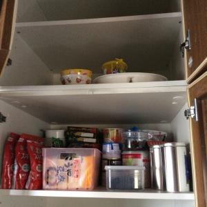 保存食はこれだけを食器棚に