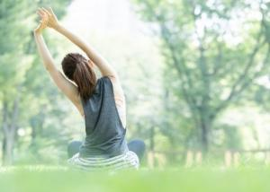 便秘を改善したい… 生活習慣やトイレ時の姿勢、予防法って?