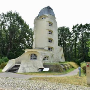 アインシュタイン塔の立つポツダムの学術研究パークを散策する