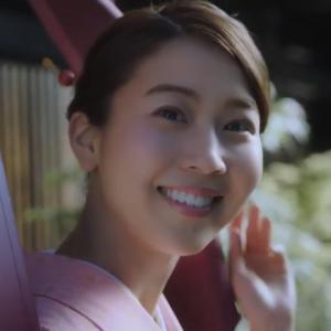 木曽路のお弁当CM、ピンクの着物着た原田ゆかの生足姿もまた眩しい!
