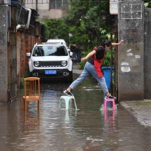長江流域の豪雨は続く 三峡ダム決壊説再び しかしダム湖排水量は減っている