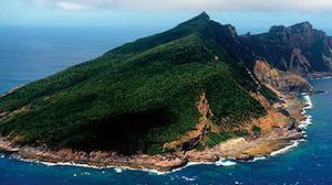 日本「尖閣上陸図る場合、『危害射撃』可能に」。  中国『絶対に譲らない』。