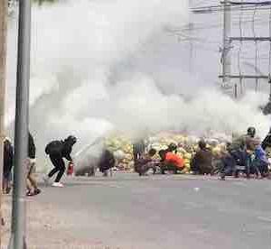 ミャンマーで燃える中国工場、引くに引けなくない中国政府