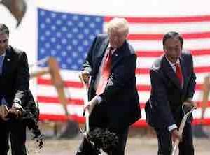 トランプ前大統領が称賛した、鴻海(ホンハイ)のアメリカの工場への投資が、100億ドルから6億ドルに大幅に縮小される