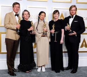 アカデミー賞、受賞した中国系女性監督クロエ・ジャオが、世界中で祝福されているのに、出身地中国で無視される理由