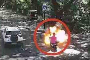中国で電動バイクが走行中に、突然爆発炎上し3名が重軽傷
