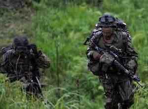 日本の陸上自衛隊が10万人を動員する大規模な軍事演習を実施