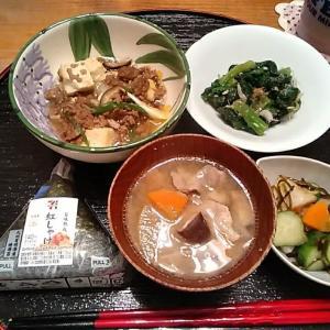 rainy☔すき焼き風😋ひき肉豆腐煮込み.ほうれん草カツオ小えびポン酢合え.豚汁など~