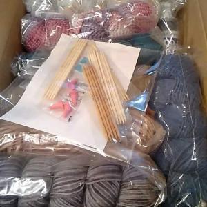 手芸の店ギンガム🌟毛糸福袋🌸開封の儀🌟70玉🤗バンドジェル入ってた