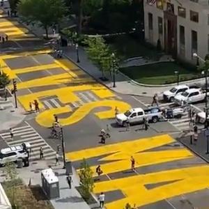【アメリカ】「黒人の命は大切」路上に巨大スローガン 米首都