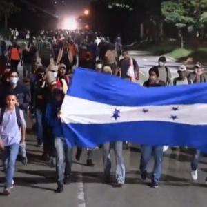 【国際】9000人のホンジュラス移民集団が、警察を押しのけてグアテマラ入国 目指す先は米国
