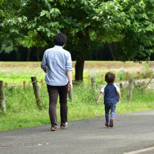 パパと一緒の散歩