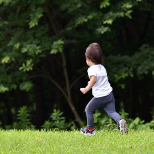 孫と運動公園散歩