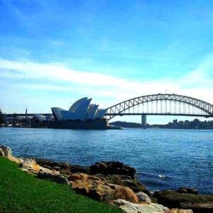 商業施設は開いてない。カフェもレストランもお持ち帰りだけ。シドニーでの過ごし方。