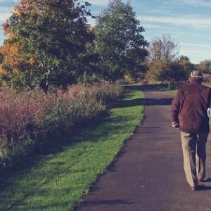 中年、若年にも見られる老いとメンタルヘルス不調の共通点
