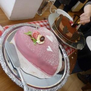 スウェーデンでケーキビュッフェ。目にも幸せなお菓子たち