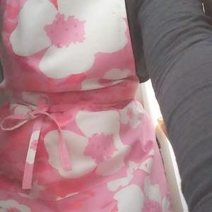 フィンランドのお花エプロンと欲しいマリメッコの黒にピンクのウニッコトート