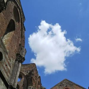 天井のない修道院へ